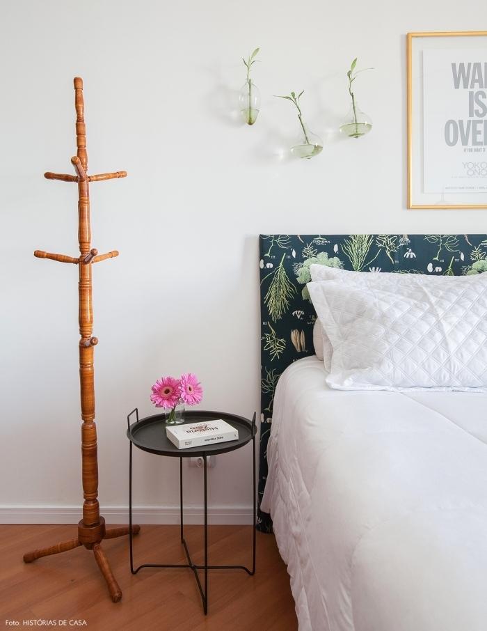 idées déco tête de lit réalisé avec du papier peint à motif végétal tendance pour une touche de fraîcheur dans la chambre à coucher
