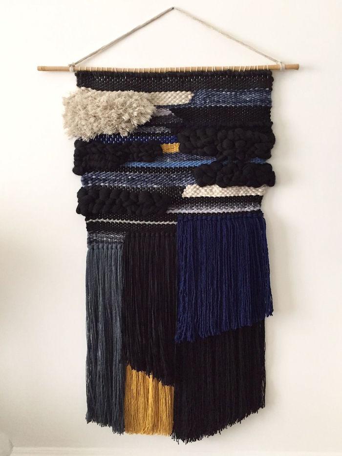 tissage deco macrame en laine noir et bleu marine pour décoration murale