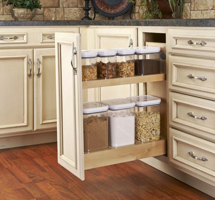 rangement placard cuisine, idée rangement cuisine, amenagement de placard, tiroir haut coulissant pour ranger les grands et petits conteneurs de céréales et d'épices