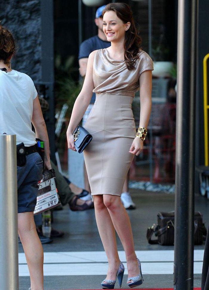 Porter une superbe tenue pour assister à un mariage inspiration vetements Leighton Meesters robe courte moulante
