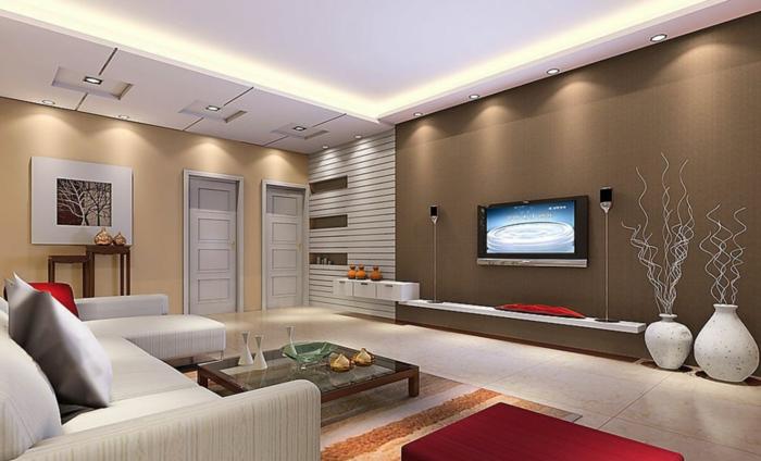 salon en beige et marron, grands canapés gris, petite table basse, cadre peinture, deux grands vases blanches, spots encastrés