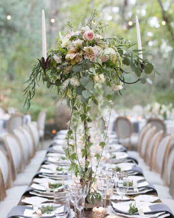 Idee deco mariage centre de table mariage idée déco mariage chic table longue haute vase transparente avec pivoines en top