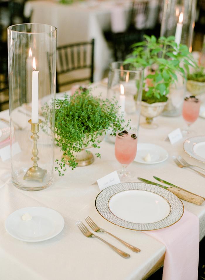 Décoration de table mariage porte menu mariage photo originale table bien arrangée