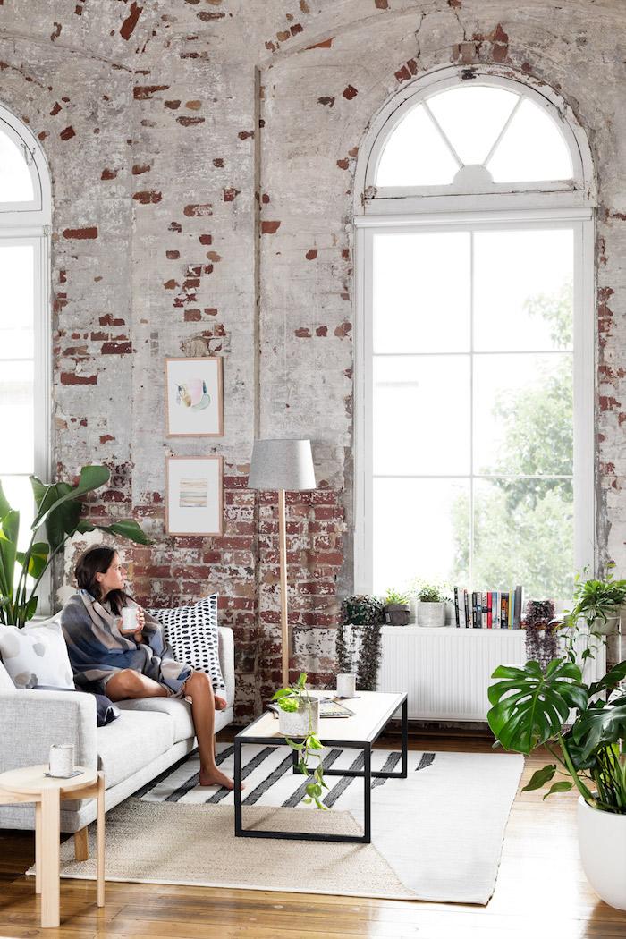 Photo tendance déco salon salle à manger deco moderne salon 2018 design scandinave plantes vertes salon vaste haut plafond