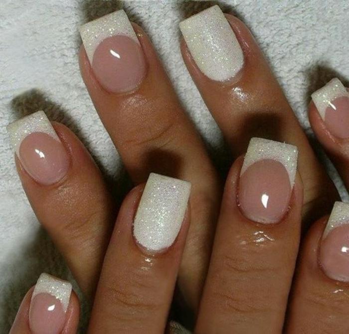 manucure rose et blanche, nail art chic pour la mariée, manucure french romantique