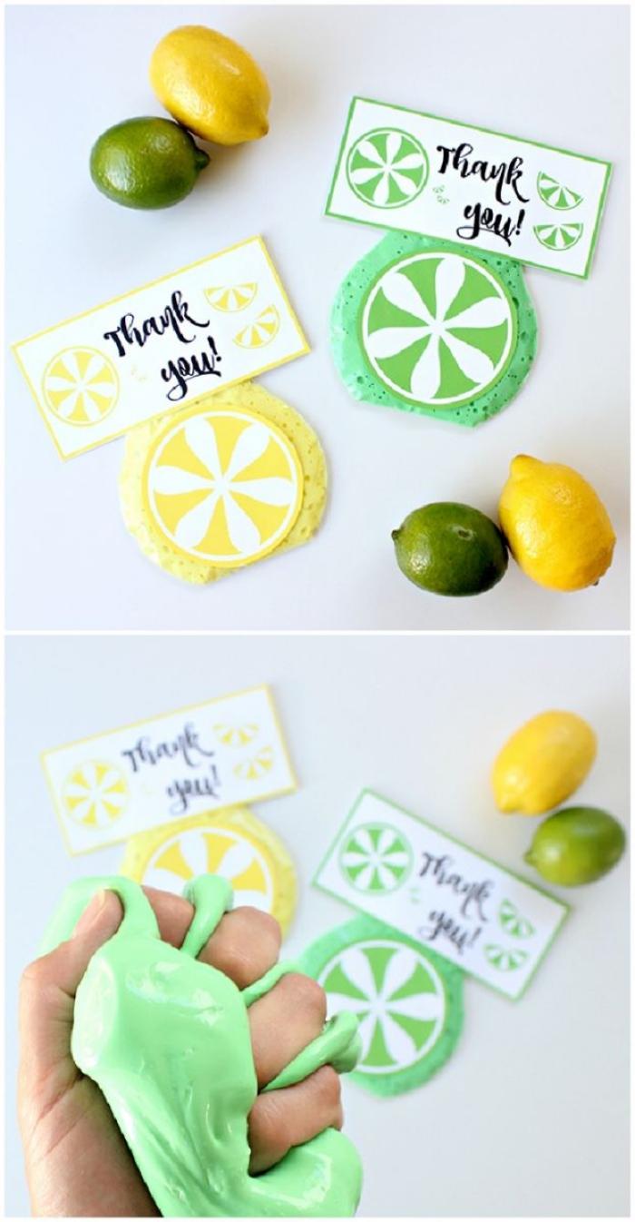 recette slime vert et jaune pour faire des cadeaux d'invités en forme de tranches de citron et de lime