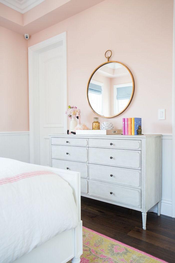 idée de couleur de peinture chambre petite fille rose pale saumon et blanc