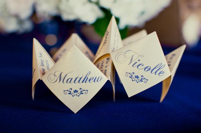 une papeterie de mariage sur le thème origami, réaliser soi-mêm un faire-part de mariage en cocotte papier au look vintage