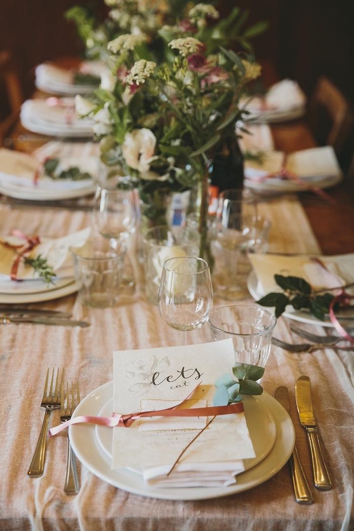 Pinterest mariage porte menu mariage deco de table mariage idée comment dresser la table menu de mariage dans l assiette déco de table mariage