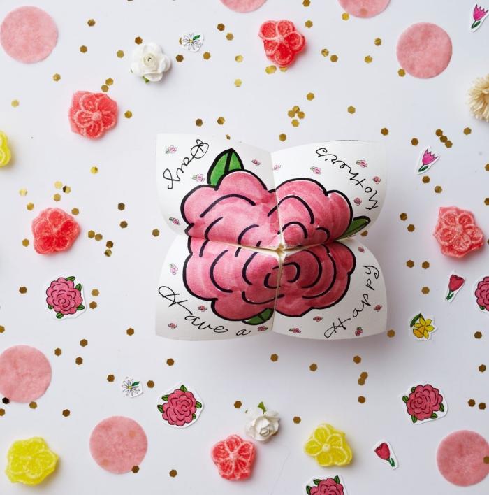 petite activité pliage de cocotte en papier spécial fête des mères à motif rose