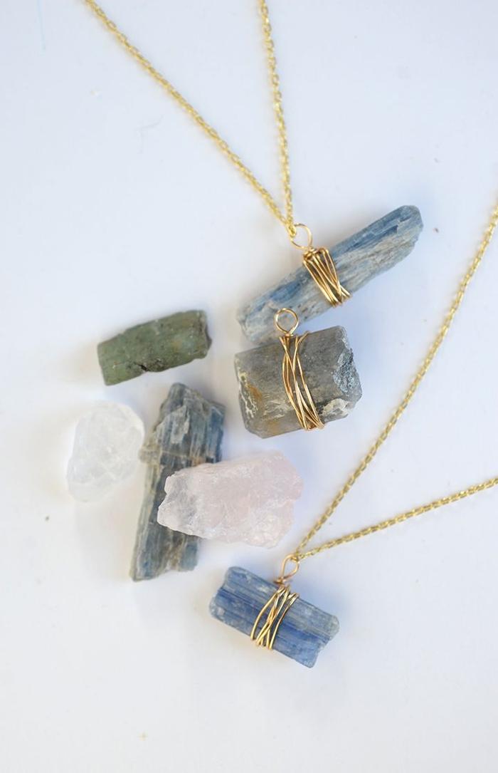 joli pendentif en pierre naturelle enroulé de fil de fer, activité manuelle fête des mères pour réaliser un bijou personnalisé
