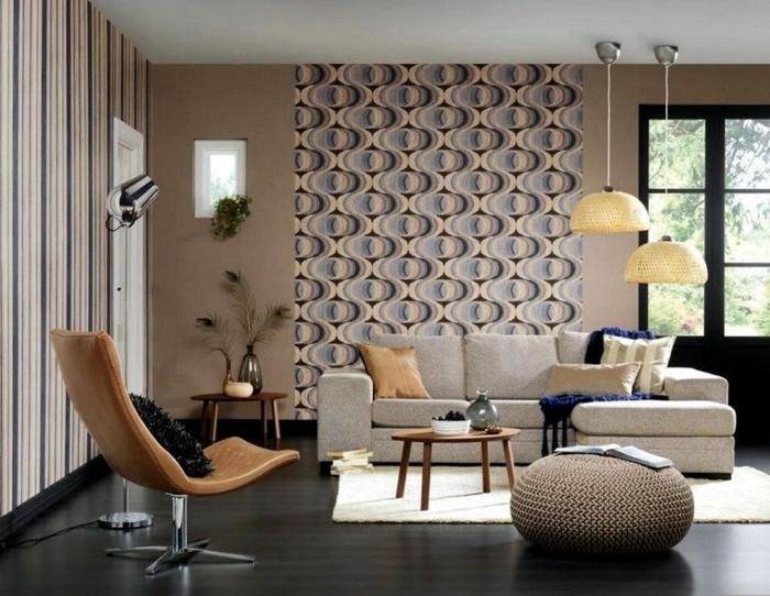 salon gris, idee deco mur gris avec papier peint design, chaise en cuir pivotante, lampes pendantes, pouf tricoté, tapis blanc