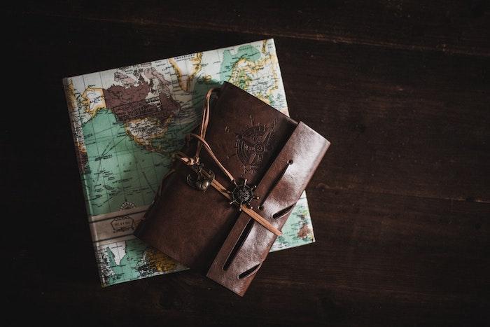 Choisir le meilleur cadeau humoristique idée cadeau crémaillère idée originale journal voyageur