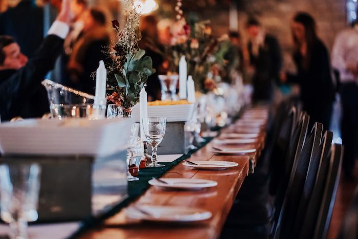 Menu mariage décoration salle de mariage centre de table mariage idée comment décorer une table lognue pour mariage