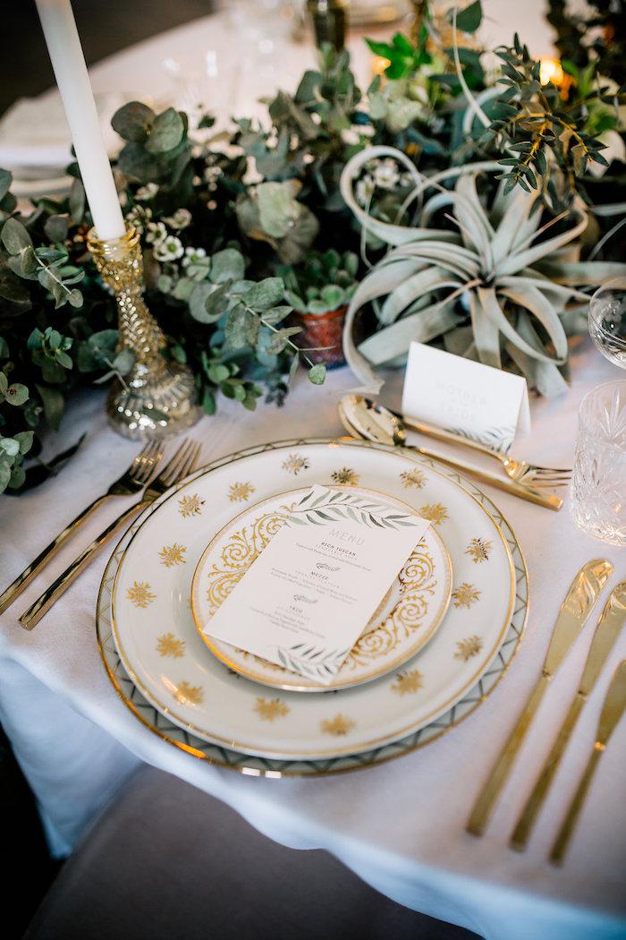 Mariage pas cher décoration salle de mariage décoration de table pas cher table doré assiette cool bougie