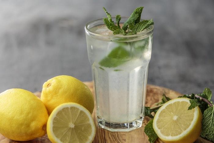 Idée boisson drainant naturel citron et menthe eau boisson diurétique thé pour maigrir rapidement