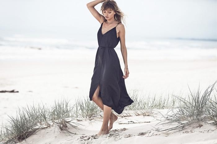 exemple de robe légère été à design long avec bretelles et décolleté dentelle en V ceinturée de couleur noire
