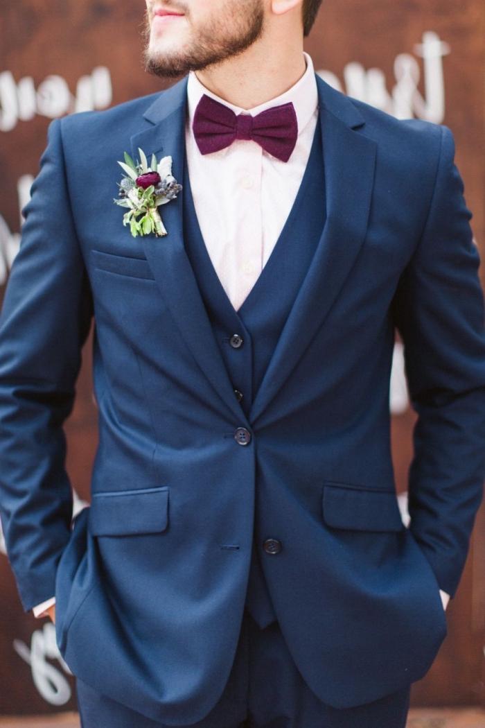 une vision intemporelle en costume bleu marine noeud papillon bordeaux pour le marié qui veut une tenue classique et efficace