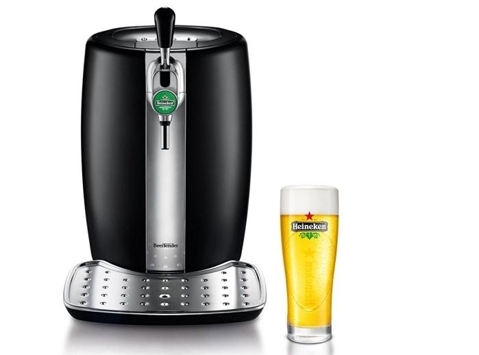 modèle de machine à bière Heineken à design élégant noir et argent comme une idée cadeau pour son père