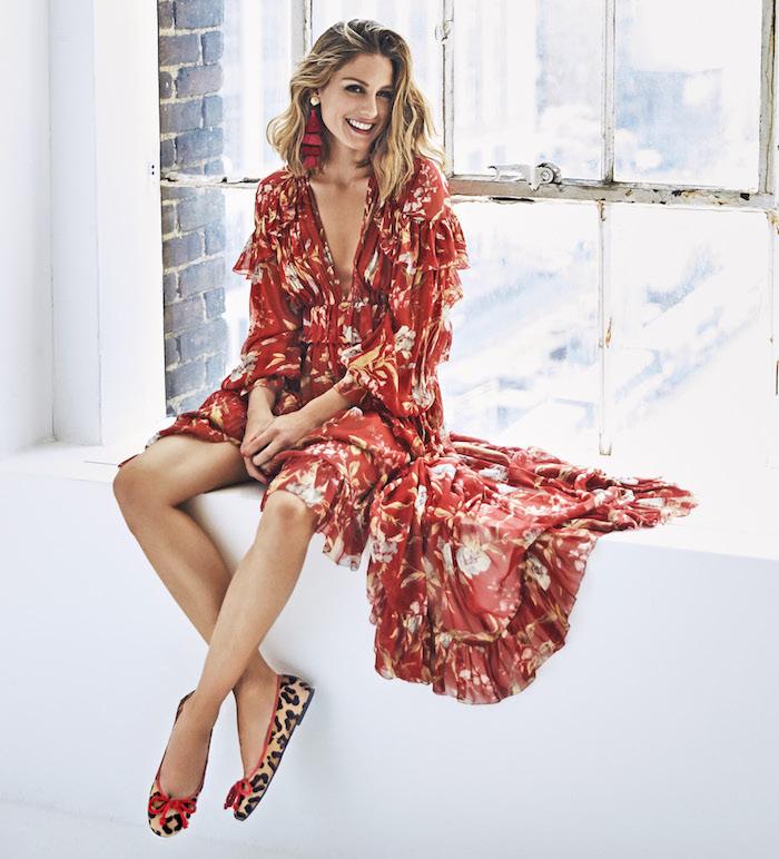 Robe élégante pour mariage Olivia Palermo tenue longue robe fendue rouge fleurie idée de tenue chic femme stylée robe cocktail