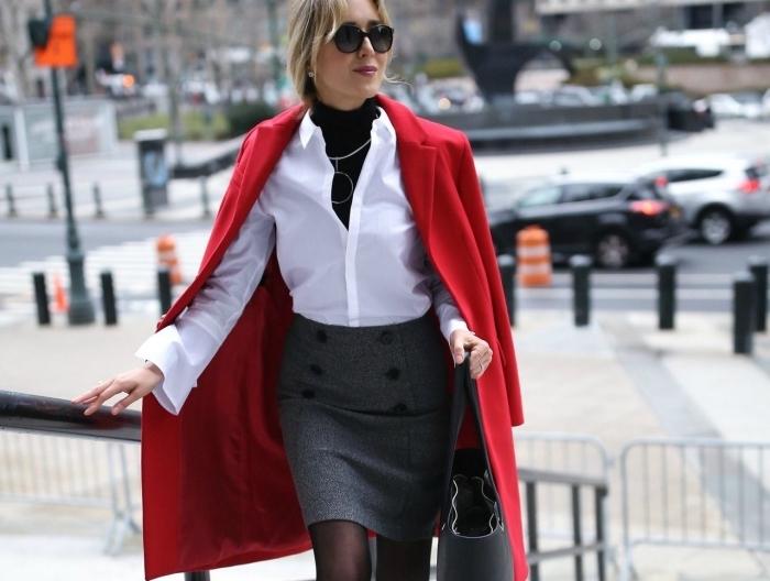 idée comment s habiller pour un entretien d embauche en couleurs neutres, tenue business femme au manteau rouge