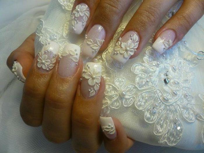 deco des ongles pour la jeune mariée, fleurs blanches 3d sur ongles carrés blancs