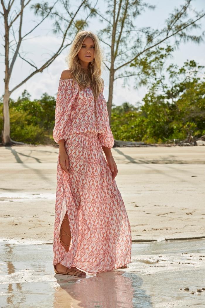 look boho chic avec robe de plage longue ceinturée aux manches tombantes, exemple robe blanc et rouge