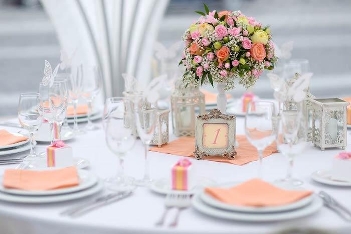Décoration de table pas cher décoration salle de mariage pinterest mariage centre de table bouquet de roses mignonne décoration table mariage romantique été mariage
