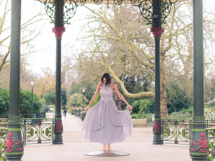 Quelle robe choisir à porter pour quel mariage thématique tenue habillée élégante robe longue dentelle et tulle