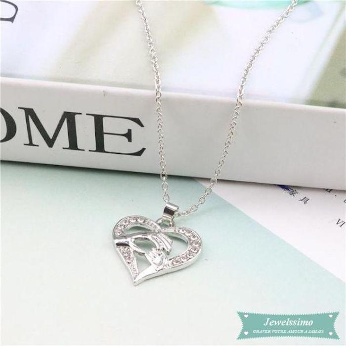 Amour et appréciation cadeau collier en argent mains de maman et bébé