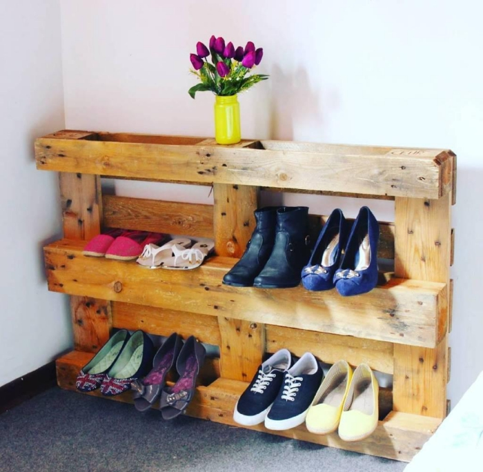 idée pour un meuble chaussure palette fonctionnel, un meuble d'entrée à petit budget d'esprit récup