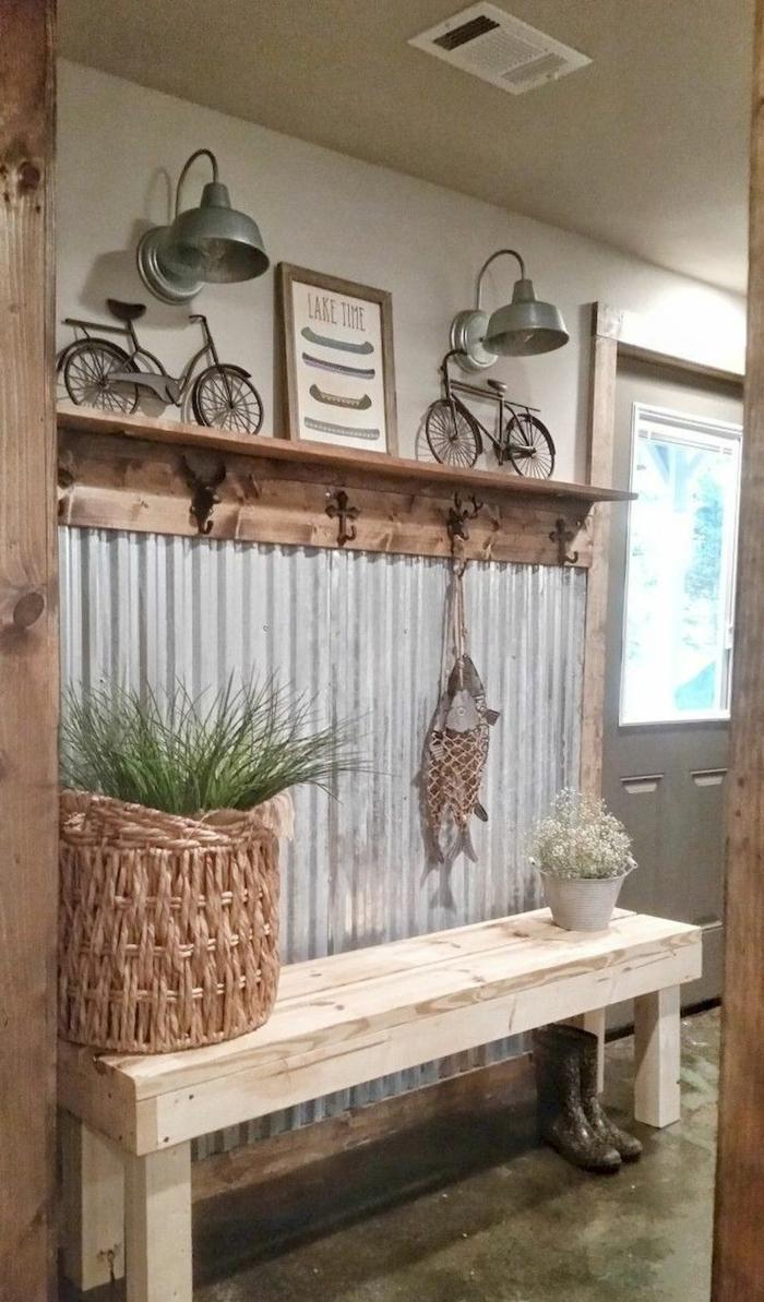 banquette en bois brut, panier tressé, étagère entrée en bois, décoration industrielle