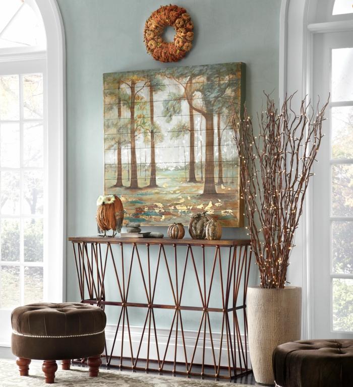tabouret marron en bois et textile, console légère décorée avec objets déco et vase avec des tiges