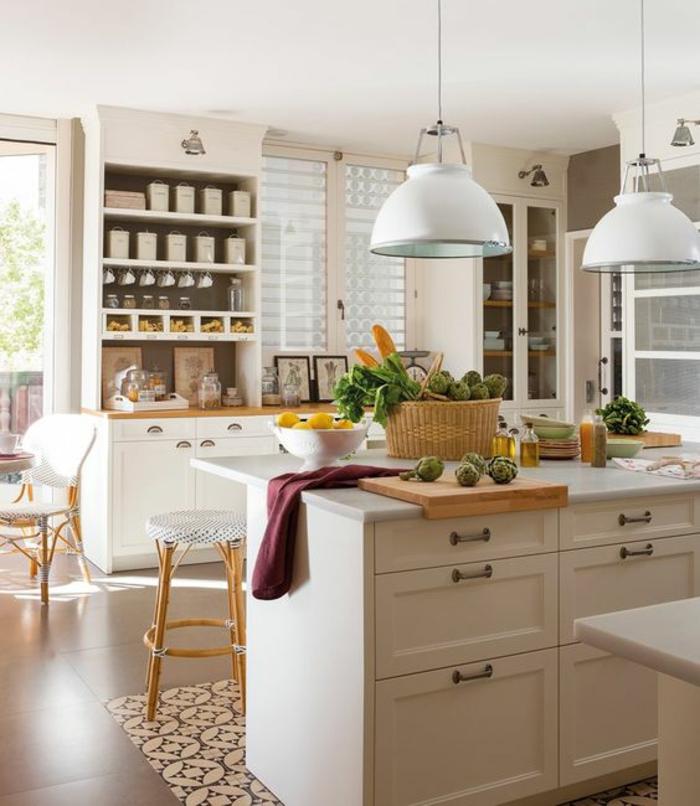 rangement tiroir, rangement placard cuisine, etagere cuisine, amenagement interieur, deux grands luminaires en métal blanc en style industriel