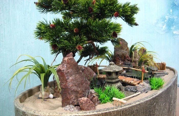 jardin chinois miniature de déco avec pont temple et plantes