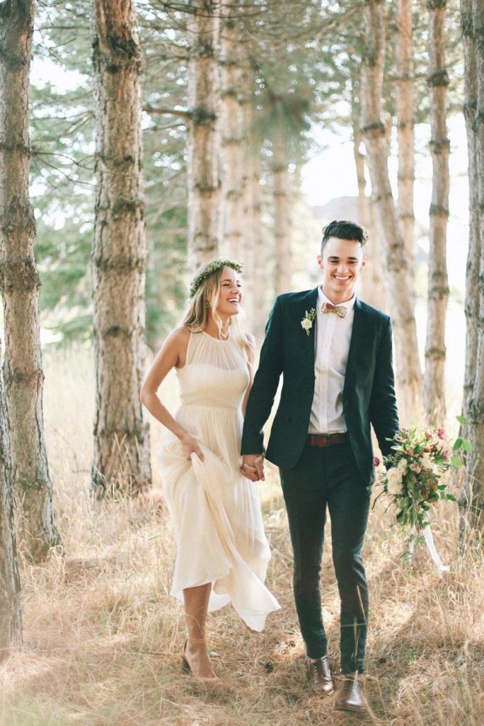 costume homme mariage en vert foncé combiné avec des accessoires aux nuances du marron