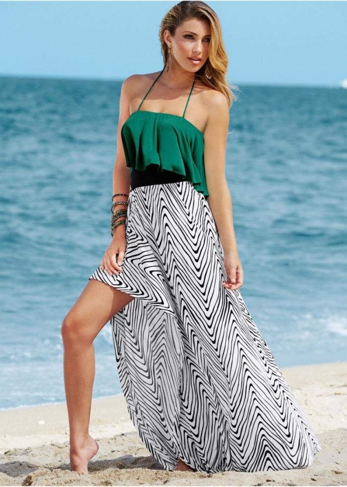 exemple robe d'été pour soirée plage, modèle de robe longue au top vert avec bretelle et jupe asymétrique en blanc et noir