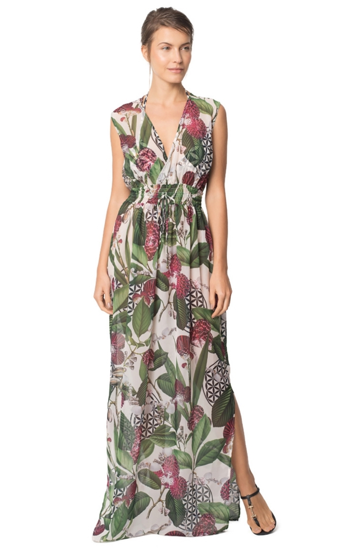robe légère été avec décolleté à design fleurs et feuilles rouges et vertes, quelle tenue de plage choisir femme