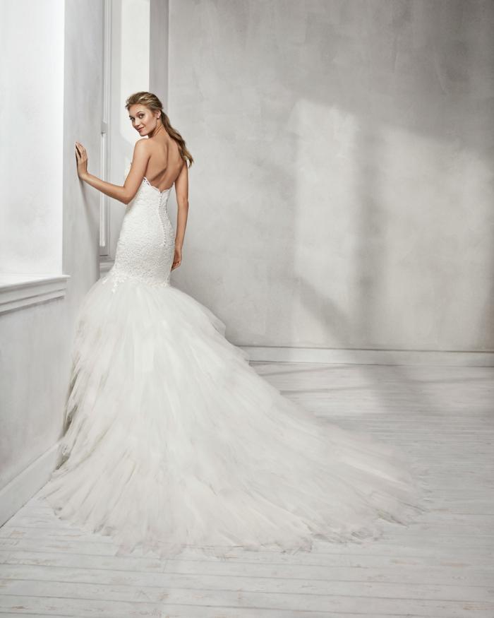 modèle fortement évasé en bas, robe de mariée sirène, bustier avec dos nu, robe sirene mariee, robe de mariée près du corps, silhouette sculptée