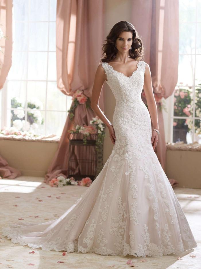 robe de mariée fourreau, robe mariage sirene, robe de mariée dentelle, coupe idéale pour une silhouette de type sablier, robe de mariée moulante