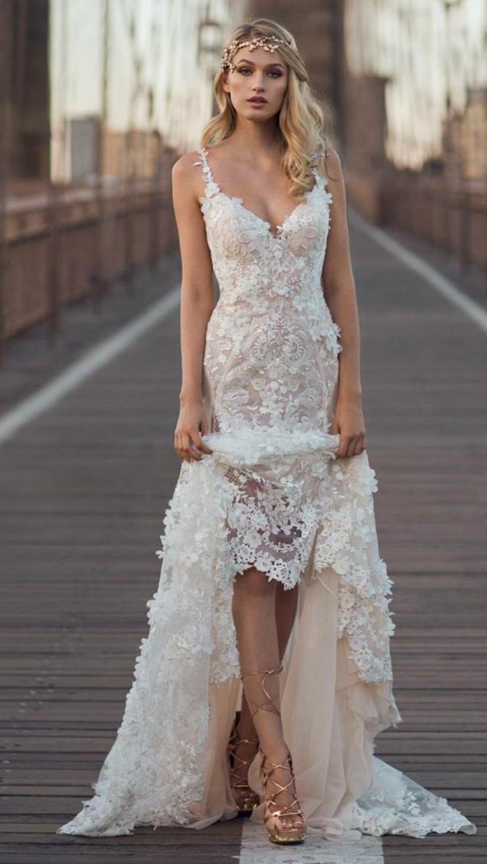robe de mariée sirene dentelle blanche, bretelles en dentelle blanche, robe mariée fourreau, dentelle de Bruxelles, décolleté profond en V