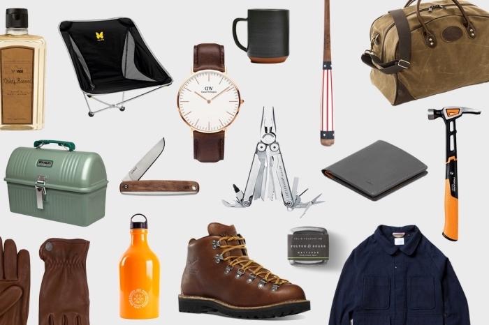 paire de chaussures et gants de cuir marron à combiner avec une montre blanc et marron, accessoires pour homme