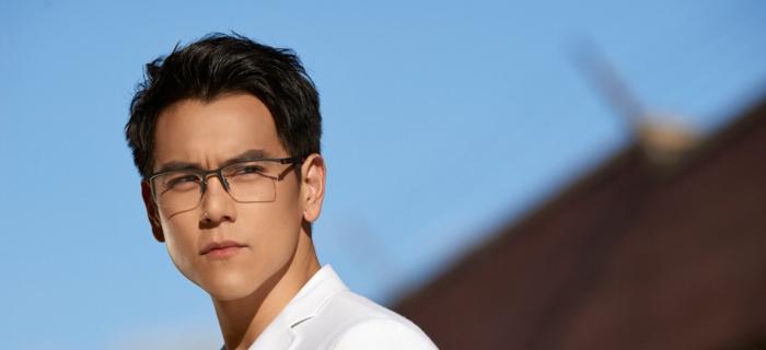 grosse lunette de vue, monture de lunette homme élégante, lunette transparente homme, monture noire très fine sur la partie supérieure des verres uniquement