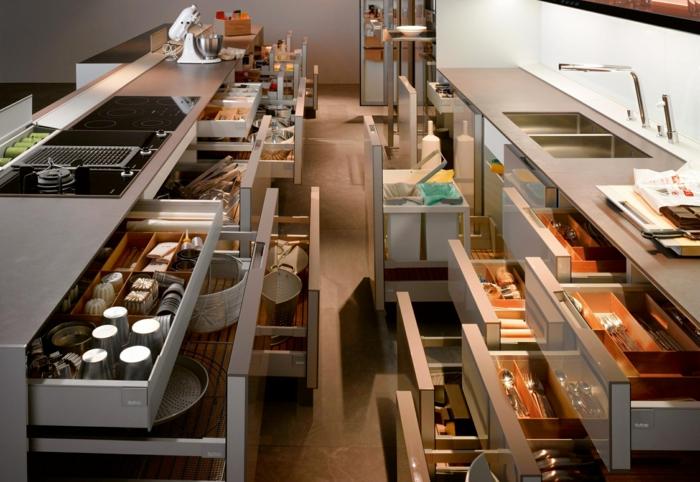 tiroirs sur toute la longueur de la cuisine, rangement placard cuisine, surfaces brillantes et lisses, espaces de rangement tout en ordre