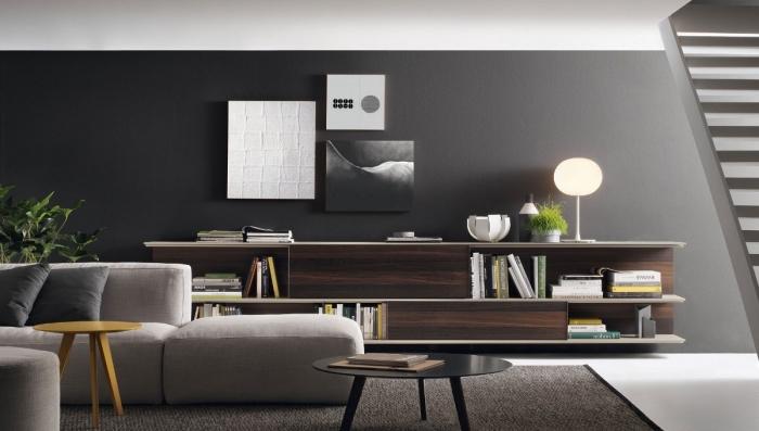 le blanc comme une couleur qui se marie avec le gris dans intérieur moderne salon, modèle de canapé beige avec coussins foncés