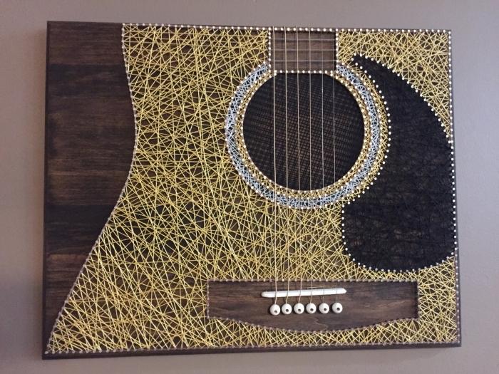 activité manuelle avec matériaux simples bois et fil à coudre, modèle de portrait DIY à accrocher sur les murs