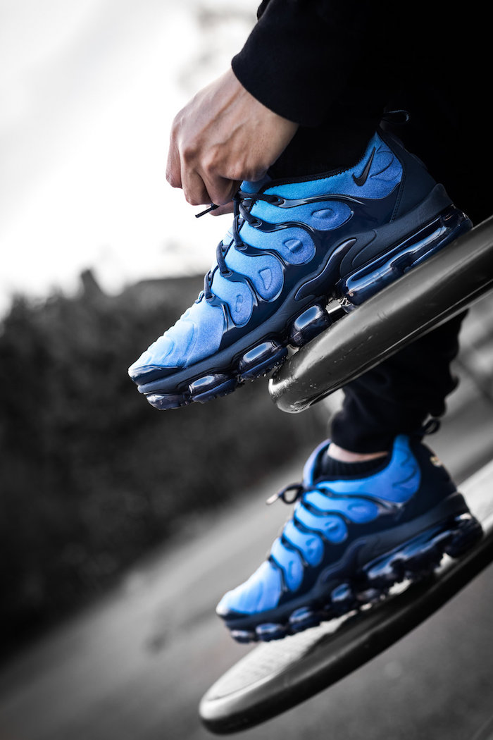 baskets tendance printemps 2018 Nike VaporMax Plus bleu en photo