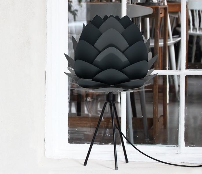modèle de lampe design origami florale de couleur gris anthracite comme un accessoire pour intérieur moderne