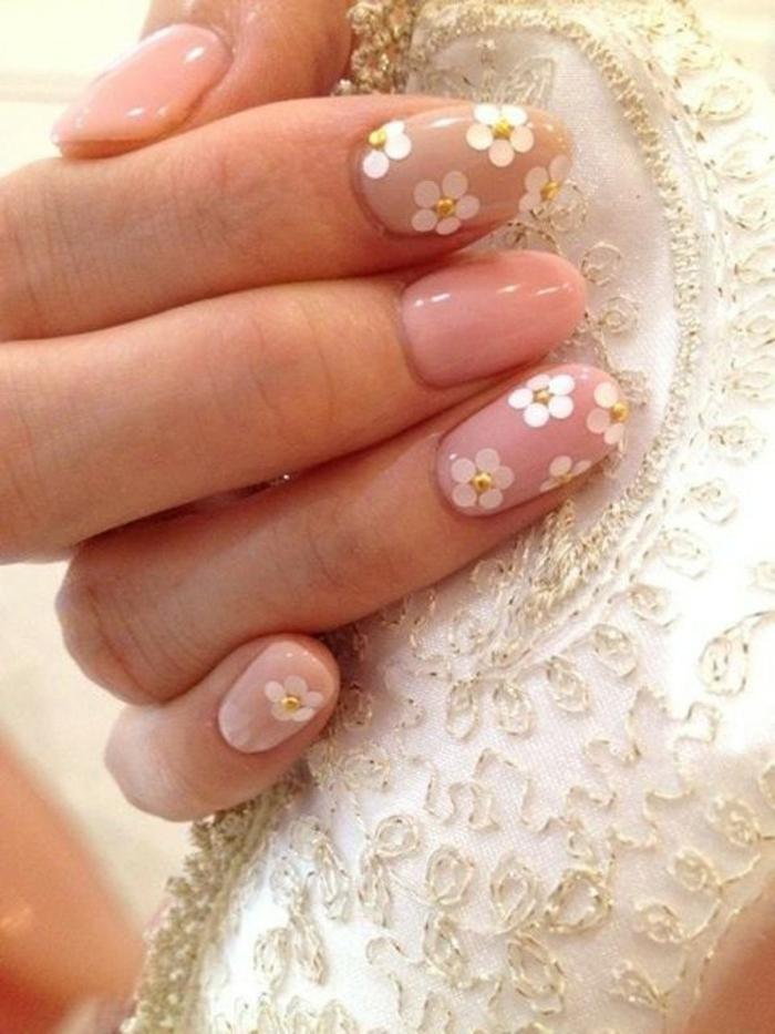 stickers marguerites blanches sur des onlges roses, manucure chic pour la mariée