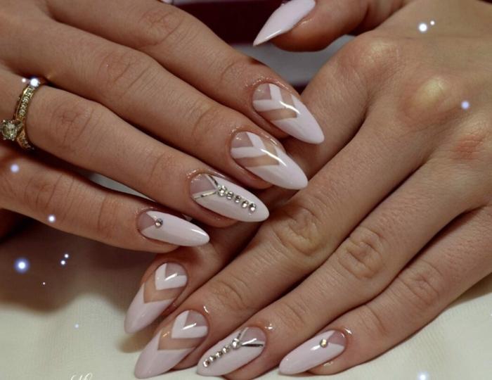 idee de manucure mariée ongles amandes, strass couleur argent, motifs géométriques
